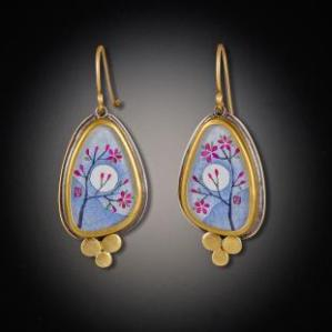 gold-narrow-organic-plum-blossom-earring